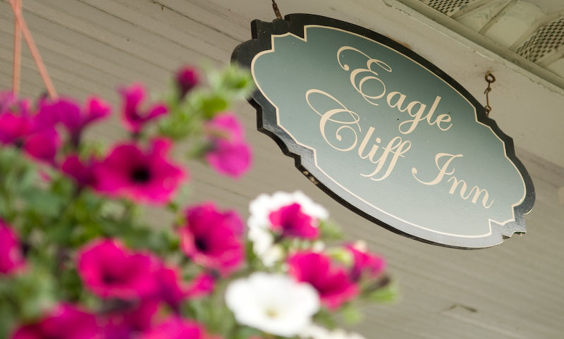 entrance sign eagle cliff inn geneva on the lake ohio